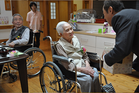 最高齢101歳